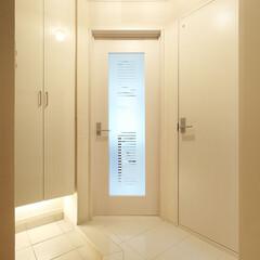 インテリア/住まい/リフォーム/収納/リノベーション/インテリアコーディネート/... ホワイトで統一したエレガントな玄関ホール…