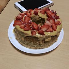 シフォンケーキ/キビ糖/カスタードクリーム/イチゴ/おひなさま/スイーツ お雛様の続き… シフォンに…今日はカスタ…