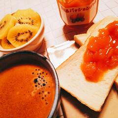 キウイ/nagomi作コーヒーカップ/黄桃&パッションジャム/ベリーコテージ/朝食 ٩(๑´0`๑)۶オッハョーーー 日曜日…
