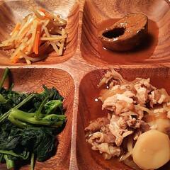 ほうれん草バター炒めて/サバの味噌煮/きんぴらごぼう/肉じゃが/夕食 今日は食べ過ぎたので 野菜など中心に