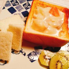 朝食/シチュー/乃が美食パン/ベリーコテージ産キウイ おはー(((o(*゚▽゚*)o))) 昨…