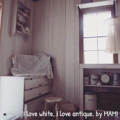 カフェカーテン/格子窓/上げ下げ窓/オープンシェルフ/チェスト/壁掛けシェルフ/... 和室を板壁にして、畳を外して、テラコッタ…