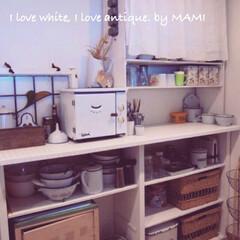 手作りキッチンカウンター/オーブン/フレンチカントリーインテリア/フレンチカントリー/手作り/手作り食器棚/... 天板をモザイクタイルで仕上げた 手作りキ…