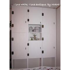 ディスプレイ/ホワイト家具/フレンチカントリー/犬のスペース/手作り家具/壁面収納/... リビングの1番広い壁面に 天井から床まで…