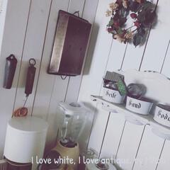 アンティーク/フレンチカントリー/ホワイトインテリア/白基調/手作りリース/輪ゴム収納/... 手作りしたキッチンカウンター上、 グライ…
