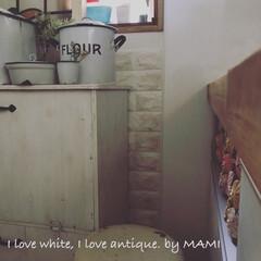 ブロカント/ホワイトインテリア/ホワイト家具/手作りダストボックス/発泡スチロールレンガ/アンティーク/...  こんにちは✨ 今朝は5:30起きで娘を…