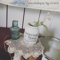 ガラス瓶/陶器瓶/アンティーク/いいね♡ありがとうございます/カントリーインテリア/フレンチカントリー/... 実は、面と裏で、ロゴの書体が まったく違…