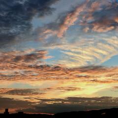 綺麗/秋/雲/空/夕焼け 秋ですね〜😚 写真は帰りに見た夕焼け。 …