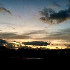 空/秋/きれい/雲/風景/フォロー大歓迎 秋の空を撮ってみました! 真ん中の雲がい…