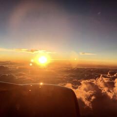 きれい/飛行機/夏休み/夏/おでかけ/旅行/... 飛行機の中からパシャリ📸 雲の上から見え…