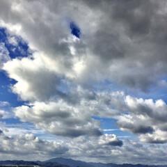 空/雲/秋/おでかけ いつもより少し高い建物から撮った空の雲は…