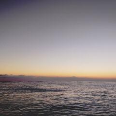 お仕事/まだまだ蒸し暑い/親船より/夕暮れ/イカ捕り 昨日の イカ捕り開始直前  まだまだ暑か…