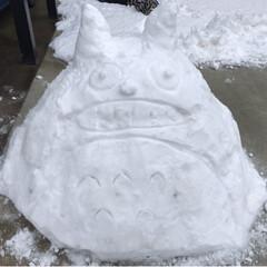 小トトロ/トトロ/雪遊び/冬/おうち/風景 今シーズン初の雪遊び。 朝、7時半 子ど…