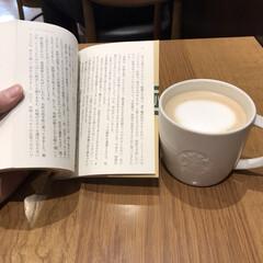 読書/コーヒー/スタバ/ひととき 台風だけど、まだ来ないみたい☔️ 娘が映…