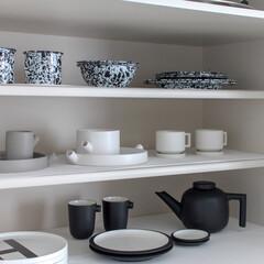 整える/暮らし/家/白黒/モノトーン/キッチン収納/... 食器の収納です♡ ここはお客さま用のコー…