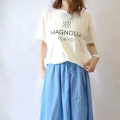 ママコーデ/カラースカート/カジュアルコーデ/ロゴT/ファッション 白×黒のロゴTはやっぱり可愛い😍😍  ト…