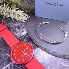 バングル/ブレスレット/腕時計 カジュアルコーデにぴったりな真っ赤な時計…