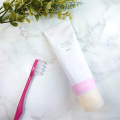 デンタルフロス/ホワイトニング/歯みがき粉 最近使ってるホワイトニング歯みがき粉😌✨…