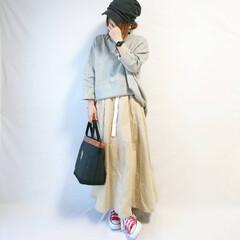 秋ファッション/ゆるコーデ/ビッグシルエット/スウェット/チノスカート/ファッション チノスカート×ゆるスウェットのカジュアル…