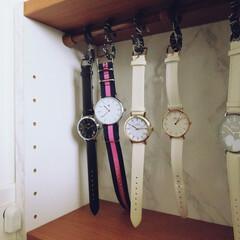 腕時計収納/腕時計/100均/つっぱり棒/S字フック/収納 100均等で購入したお手軽腕時計はこんな…(1枚目)