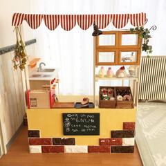 子供部屋/手作りおもちゃ/手編みスイーツ/クッションレンガ/セリア/ダイソー/... カラーボックスとすのこでままごとカフェを…(1枚目)