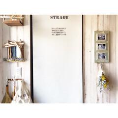 ステンシル/ロールカーテン/ユーカリ/ミモザ/ドライフラワーのある暮らし/流木リメイク/... 玄関は流木とドライフラワーメインです。