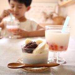 アミューズ・ブッシュ ボデガ 7.10860(皿)を使ったクチコミ「牛乳ゼリーと黒ごまプリンを二層にしてみま…」(1枚目)