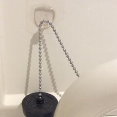 生活の知恵/収納/掃除/100均/ダイソー/セリア/... 洗面所の止水栓は普段あまり使わないので、…