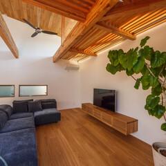 ウッドデッキ/中庭のある家/中庭/ソファ/家具/ダイニング/... リビング、ルーバー床周り♪ : ■hau…