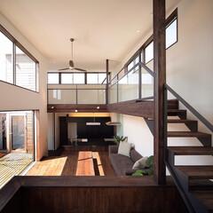 HOUSE/stairs/livingroom/吹抜け/階段/リビング/... リビングから4段ほど上がったキッズリビン…