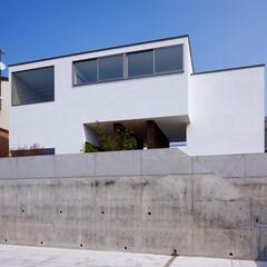 外観/デザイン/住宅デザイン/外構/玄関/住まい/... ■haus-hall■ 右下の門扉から階…