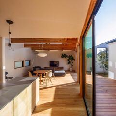 中庭住宅/中庭のある家/中庭/パントリー/インテリア/住宅/... オーダーキッチンの横にはパントリーがあり…