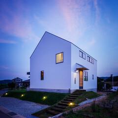 外観/不動産・住宅/建築家と建てる家/建築家/entrance/FACADE/... ■haus-turf■ 玄関側は切妻型の…(1枚目)