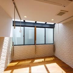 設計事務所/設計/ランドリースペース/ランドリールーム/物干し/ランドリー/... 調湿効果のあるエコカラットを壁全面に貼っ…