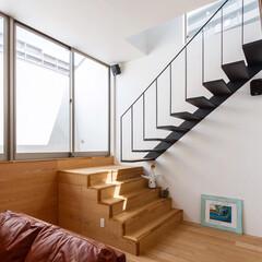 スピーカー/階段/リビング/デザイン/設計/住宅/... タモとスチールのコンビネーションの階段に…