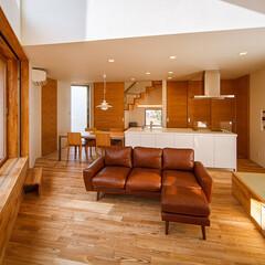 デッキテラス/木製サッシ/畳コーナー/設計事務所/設計/住宅/... 吹抜けリビング、デッキテラスまわり…