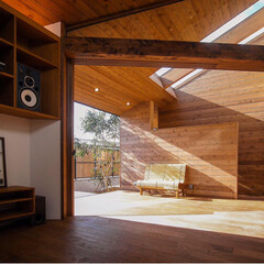 テラス/ウッドデッキ/interior/livingroom/インテリア/リビング/... インナーデッキテラスの軒天が内部にまで入…