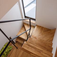 インテリアデザイン/インテリア/住宅デザイン/設計事務所/設計/家づくり/... 踊り場に物干専用バルコニーへの出入り口が…