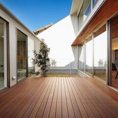 ウッドデッキ/建築家とつくる家/建築家と建てる家/建築家/中庭のある暮らし/中庭のある家/... 完全プライベートな中庭デッキまわり…(4枚目)