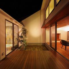 ウッドデッキ/建築家とつくる家/建築家と建てる家/建築家/中庭のある暮らし/中庭のある家/... 完全プライベートな中庭デッキまわり…(3枚目)