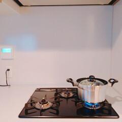 おうちの美化委員/キッチンアイテム/ガスコンロ周り/ガスコンロ/キッチン/ごはん鍋/... オススメはお鍋。  ごはんを炊きました。…