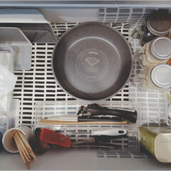 アイリスオーヤマ フライパン ホワイト/マーブル 12点 ダイヤモンドコートパン 12点セット IH対応 ISN-SE12 | アイリスオーヤマ(鍋、フライパンセット)を使ったクチコミ「フライパン収納。 フライパンはふたつです…」