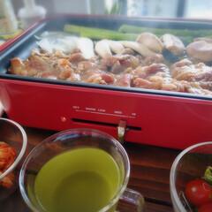 東急ハンズ ブルーノ コンパクトホットプレート レッド | BRUNO(たこ焼き器)を使ったクチコミ「いただきもののカルビで おうち焼肉🍖🔥 …」