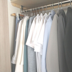 シンプルな暮らし/シンプルライフ/シンプル/おうちの美化委員/洋服収納/衣類/... 仕事以外ではほとんど出かけない。 だから…