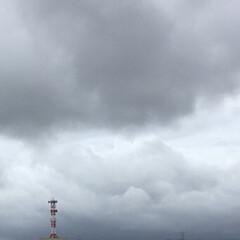 台風一過/飛来物/暴風雨/台風 昨日の台風通過少し前の怪しい空です🌀 こ…