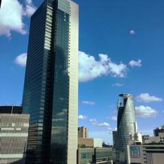 都会/天気/青い空 今日の空、抜けるような青い空です☀️ 2…