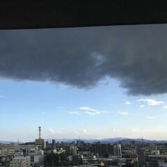 天気/怪しい雲 天気は晴れ模様ですが西方向から怪しい雲が…