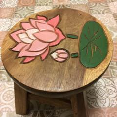 ハスの花/踏台/キッチン 台所の棚の物を取るとき使います この椅子…