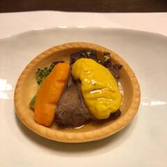 梅酒/海鮮/夕食/湯宿 タルトの生地に焼いたお肉に甘いソースがの…