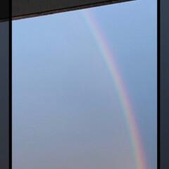 落雷/雨/虹/雷/雷⚡️ 昨日凄い豪雨とともに稲妻がはしり、どこか…